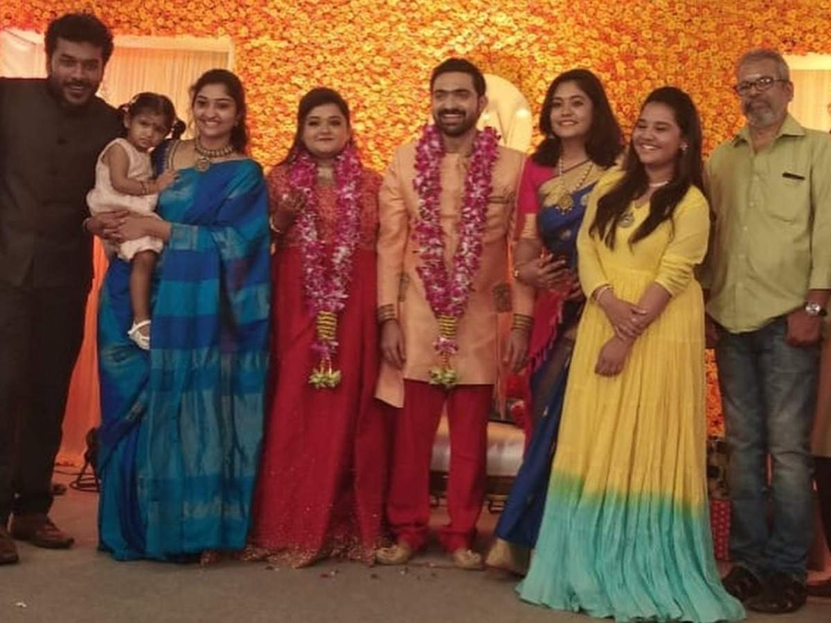 Vani Rani fame TV actor Maanas Chavali happily ties knot with Neeraja