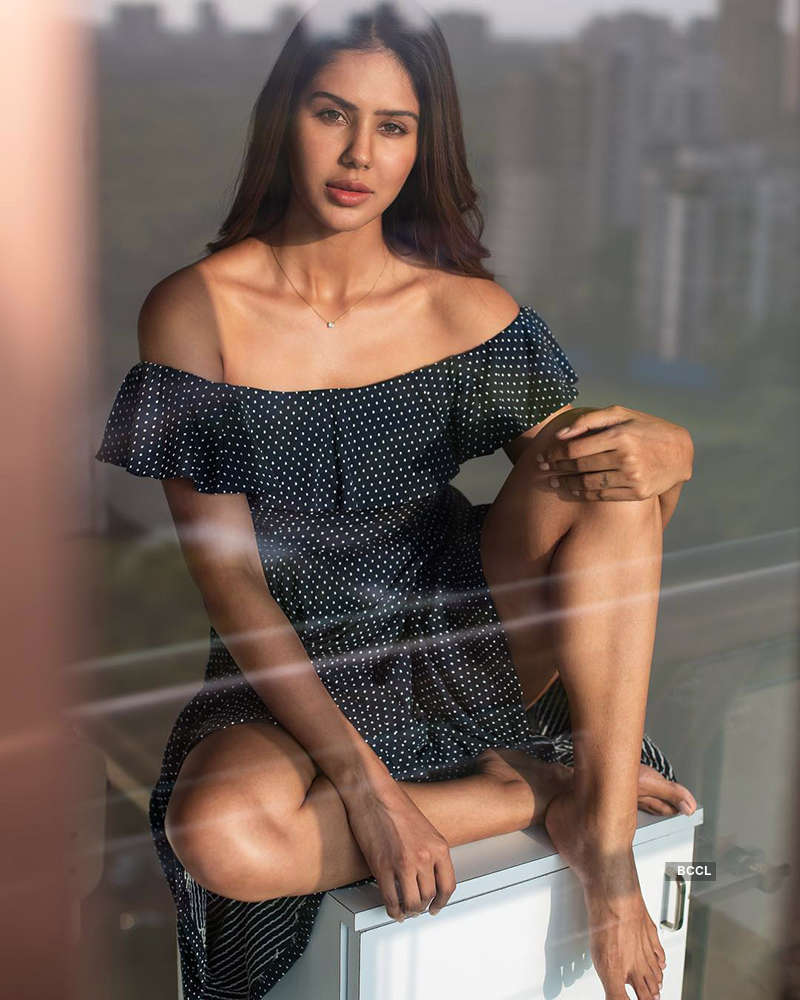 These workout pictures of Punjabi actress Sonam Bajwa during lockdown will inspire you to stay fit...