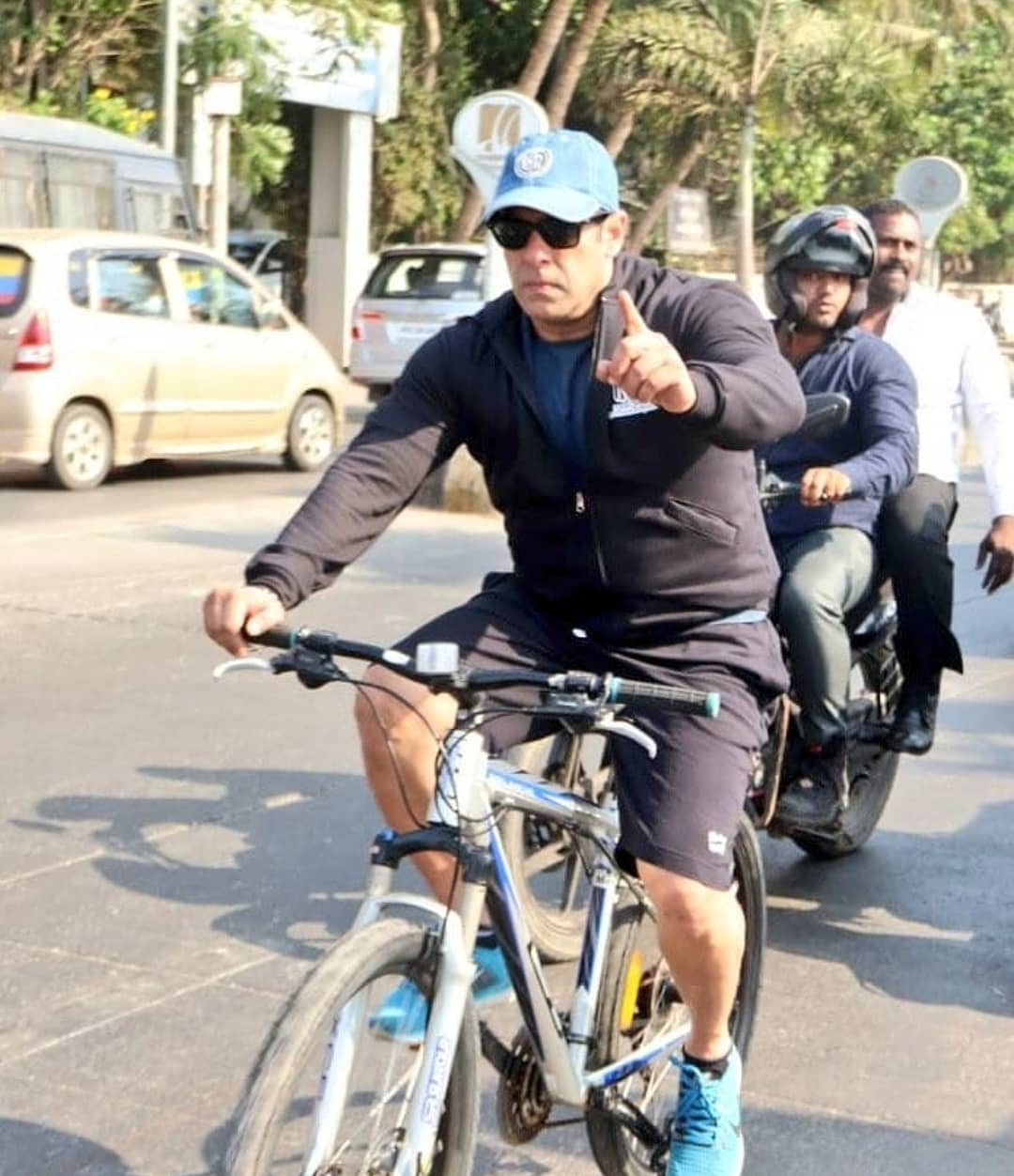 c3f7b77aec3 Photos: Salman Khan snapped while cycling on the streets of Mumbai ...