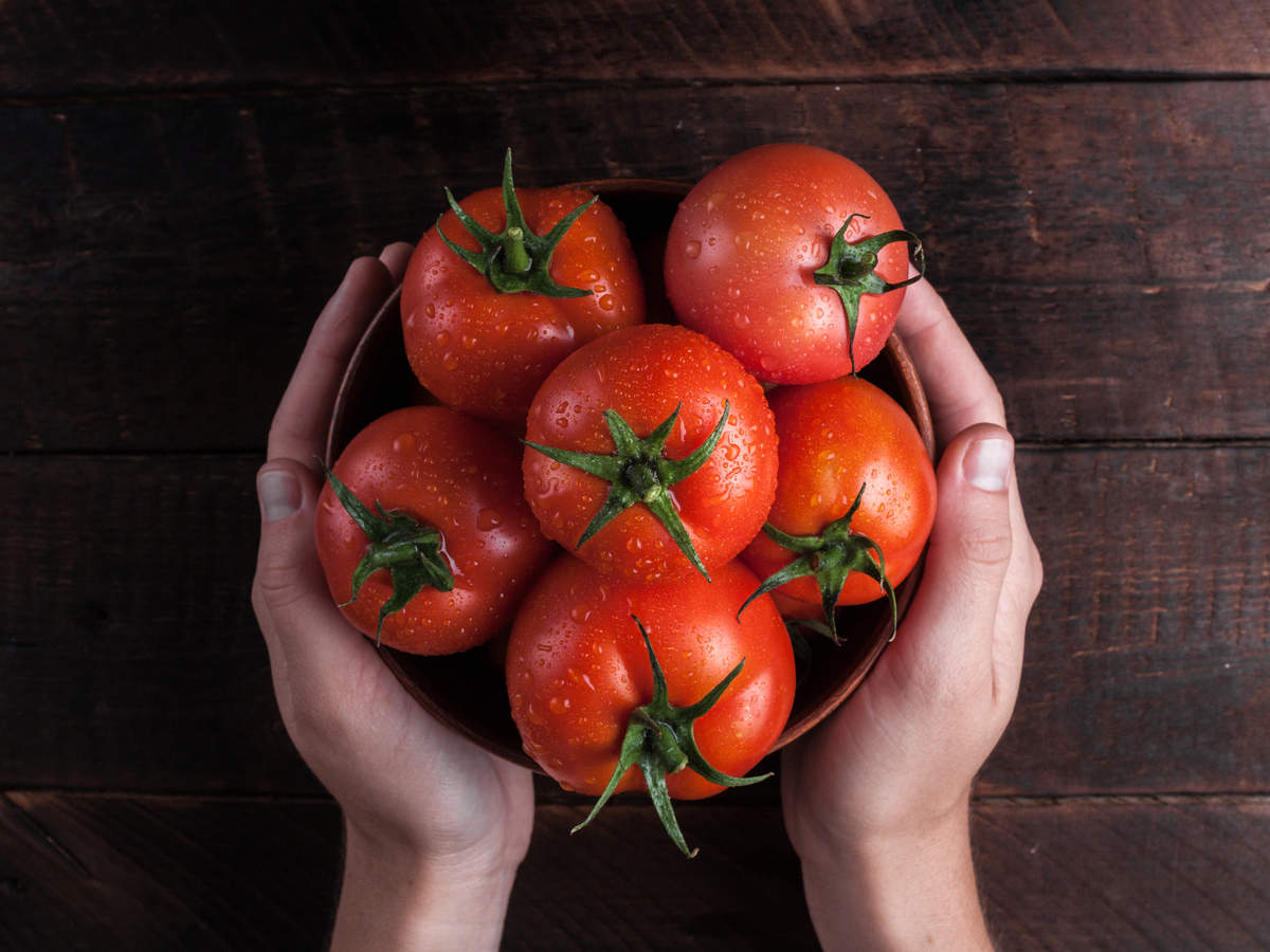 How tomatoes help in treating blackheads and whiteheads