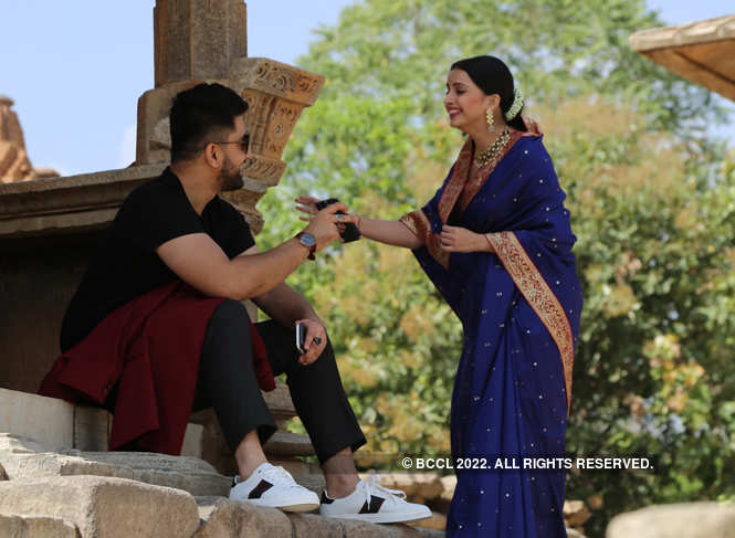 Shrenu Parikh with co-star Zain Imam in between shots