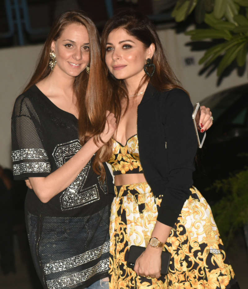 Inside pictures from Maheep Kapoor's starry birthday celebration