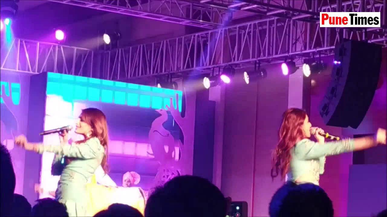 Singing sensations Prakriti and Sukriti Kakar set the stage on fire