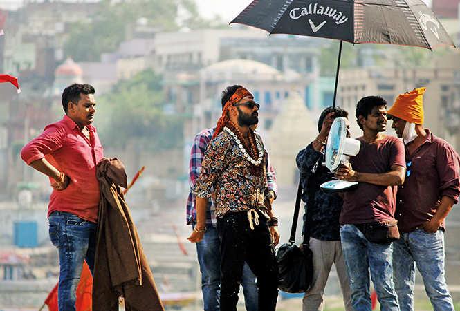 Ram Pothineni cools himself with a fan (BCCL/ Arvind Kumar)