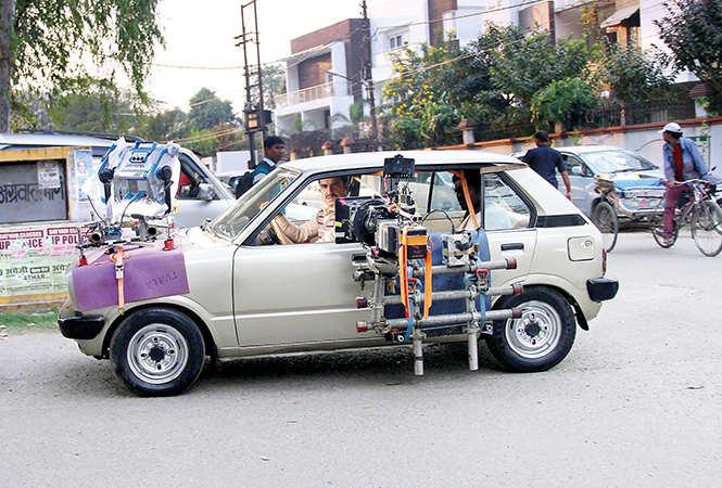 Pankaj Tripathi shooting for 'Kargil Girl' in Lucknow. In the film he plays Janhvi Kapoor's father (BCCL/ Aditya Yadav)