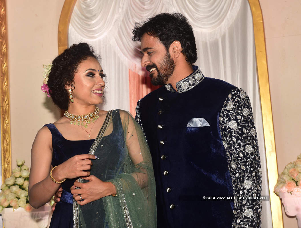 'Bigg Boss' Malayalam fame Pearle Maaney and Srinish Aravind's starry wedding reception