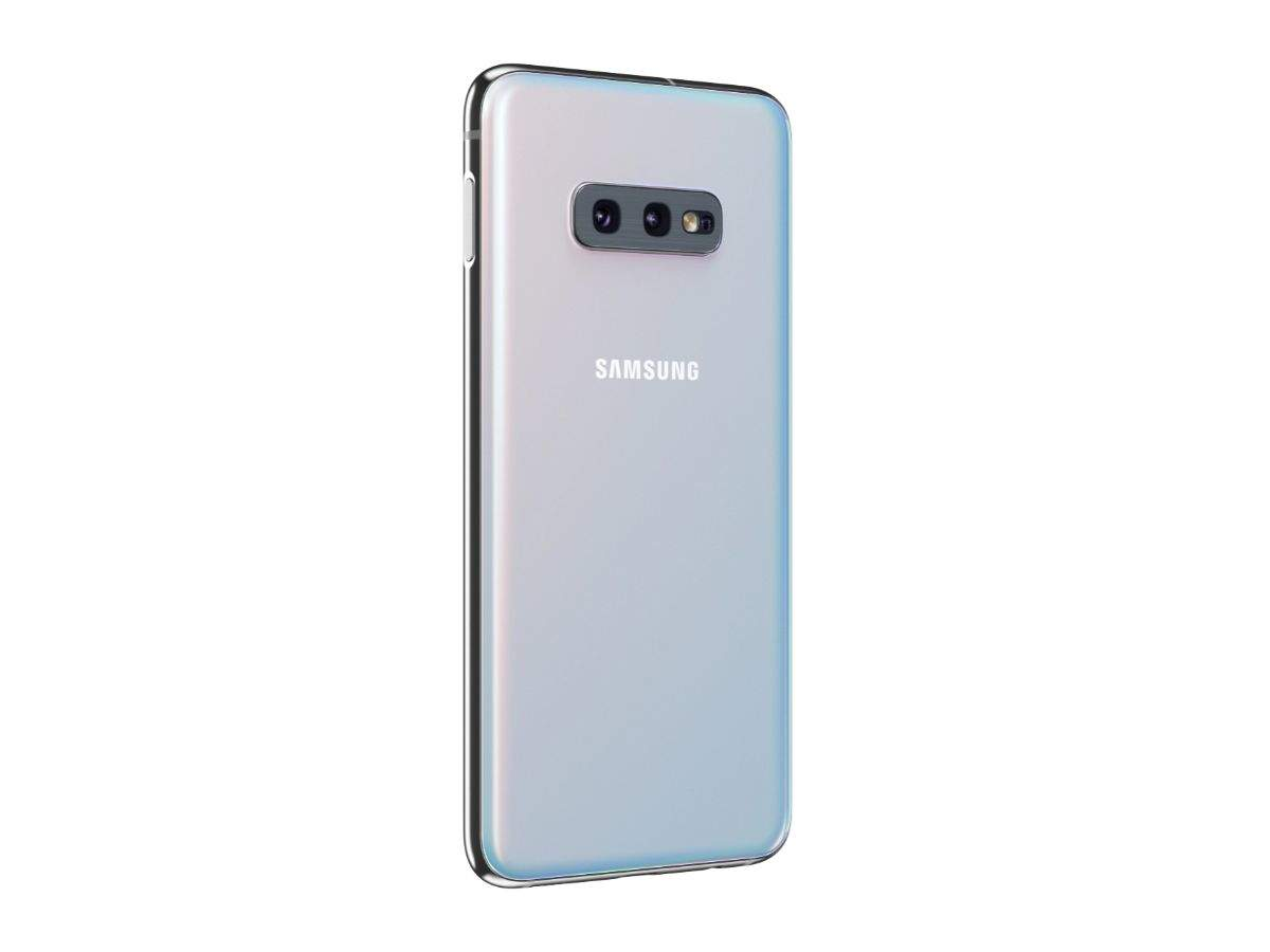 Rear camera: Both Samsung Galaxy S10e and OnePlus 7 come with dual rear camera setup