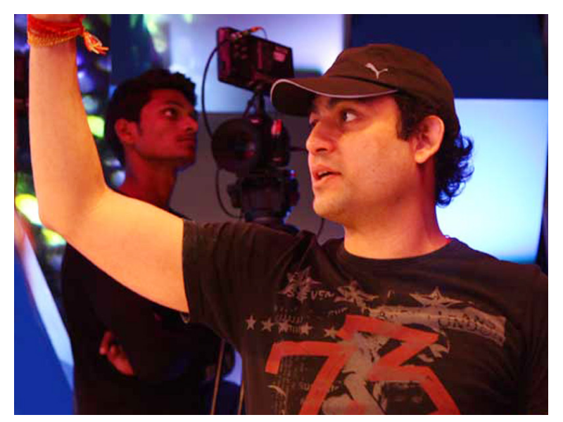Insight still of Aazaad while shooting Rashtraputra