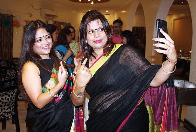 Sneha (L) and Arti (BCCL/ Arvind Kumar)