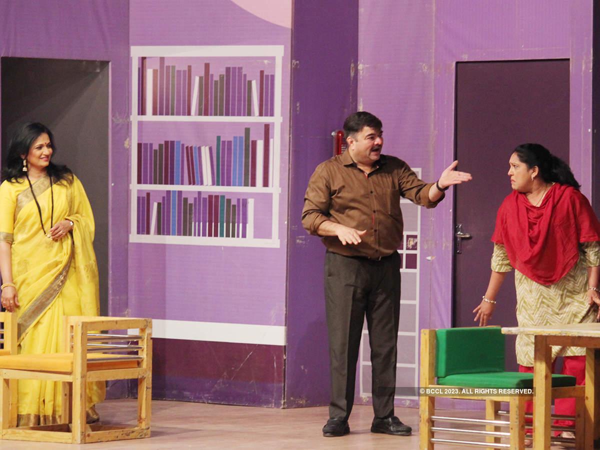 Eka Lagnachi Pudhchi Gosht: A play