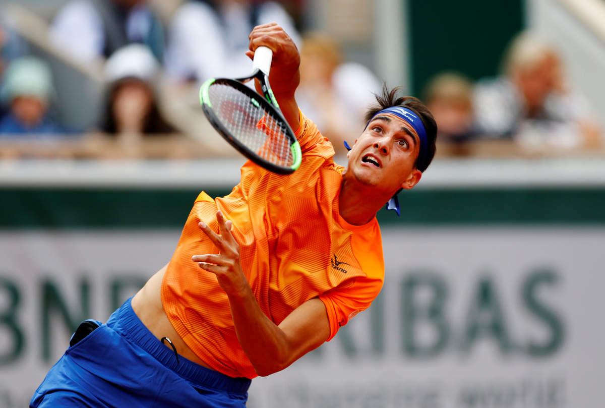 Roger Federer wins first round of French Open 2019
