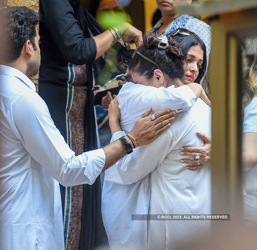 Shah Rukh Khan, Amitabh Bachchan, Aishwarya Rai & other celebs pay last respects to Veeru Devgan