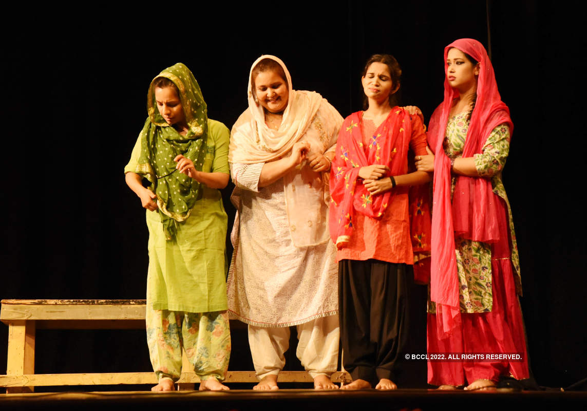 Wo Lahore: A play