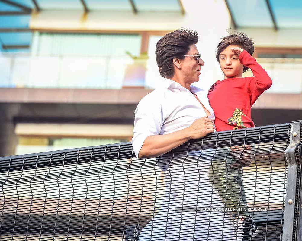 Eid celebration pictures of Shah Rukh Khan, little AbRam & Salman Khan go viral...