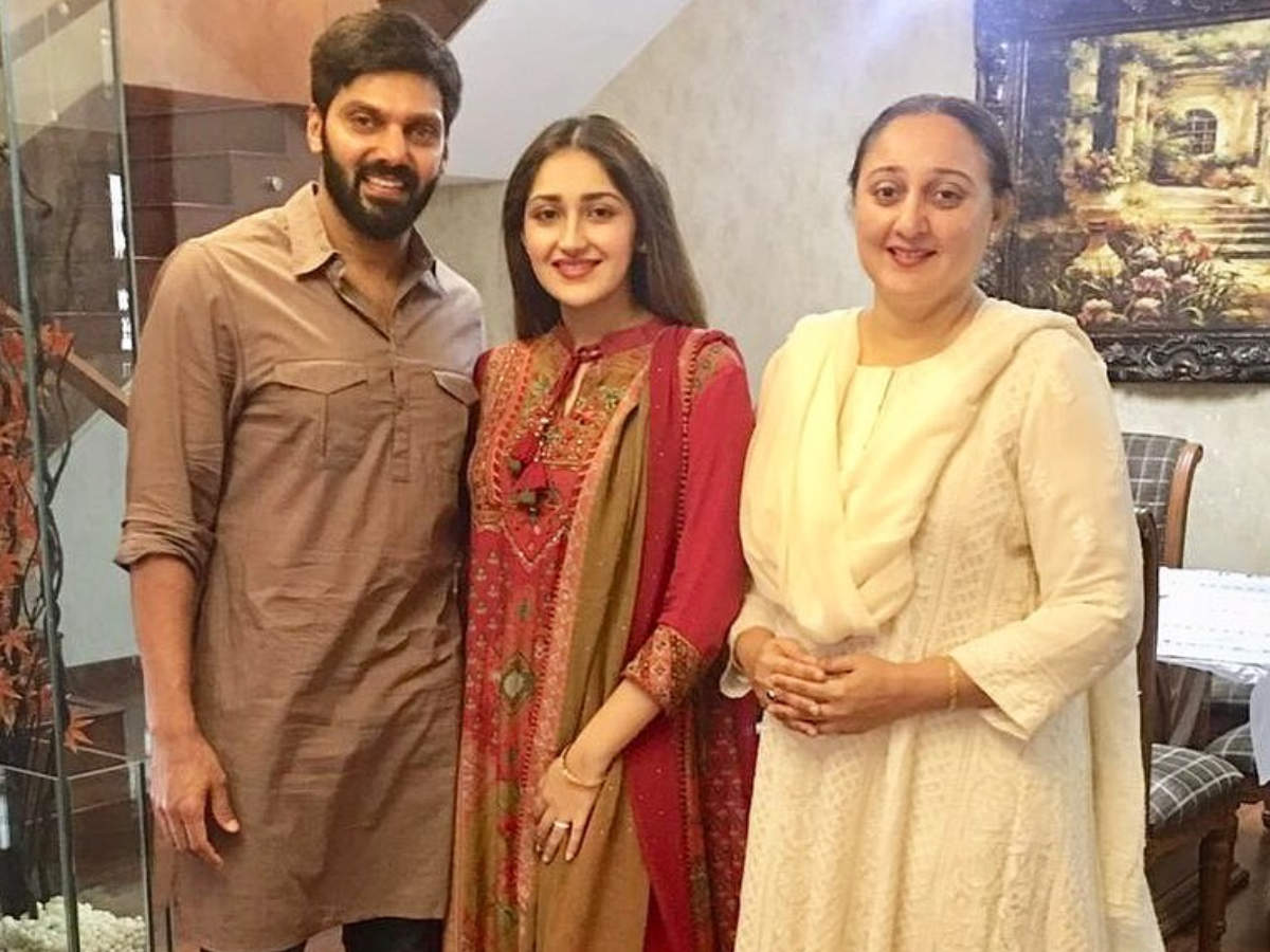 Enga Veetu Mapillai actor Arya celebrates first Eid with