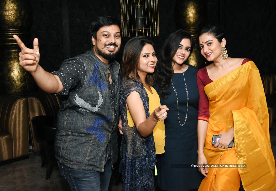 Kolkatans let their hair down and party hard at city pubs