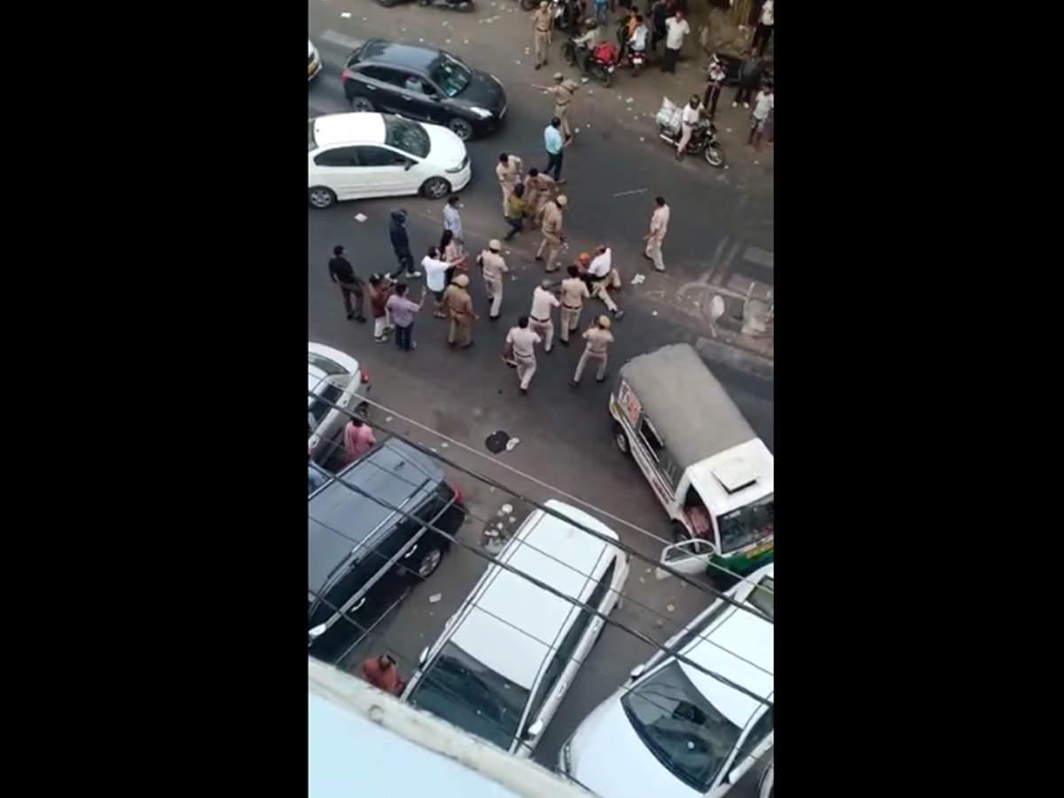 Sikh beaten in Delhi: Cops clash with mini-bus driver in north