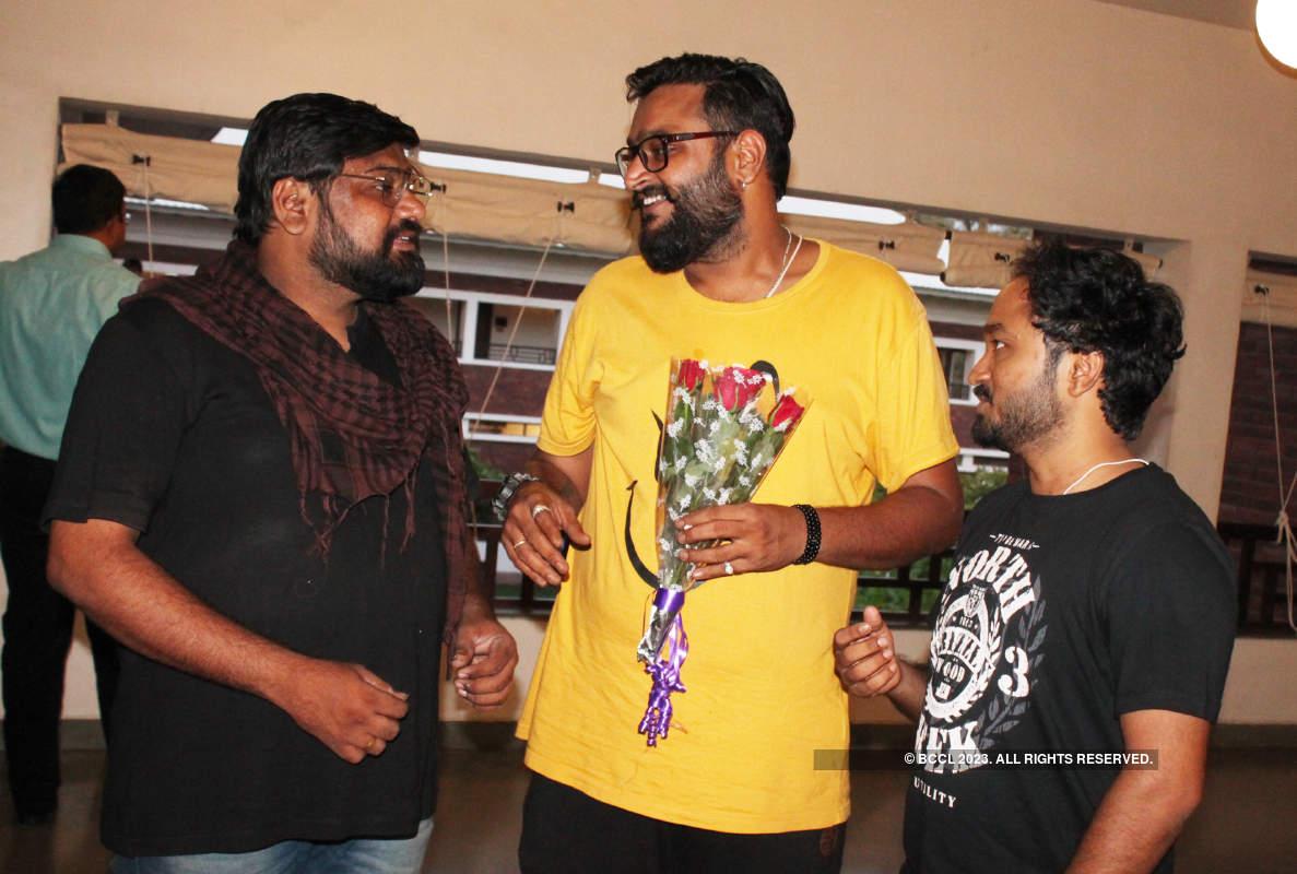 Raavi Paar: A play