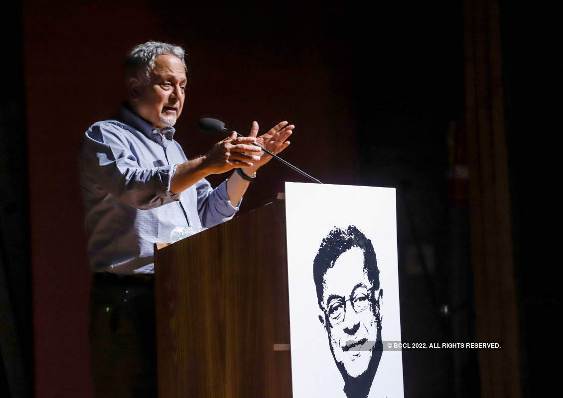 Delhi's theatre fraternity pays tribute to Girish Karnad