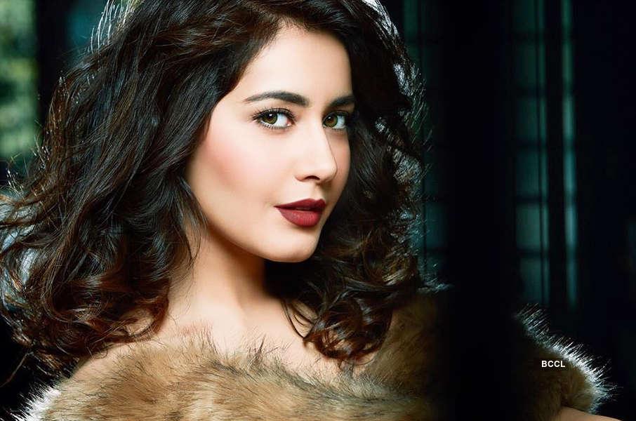 Beautiful photoshoot pictures of Raashi Khanna