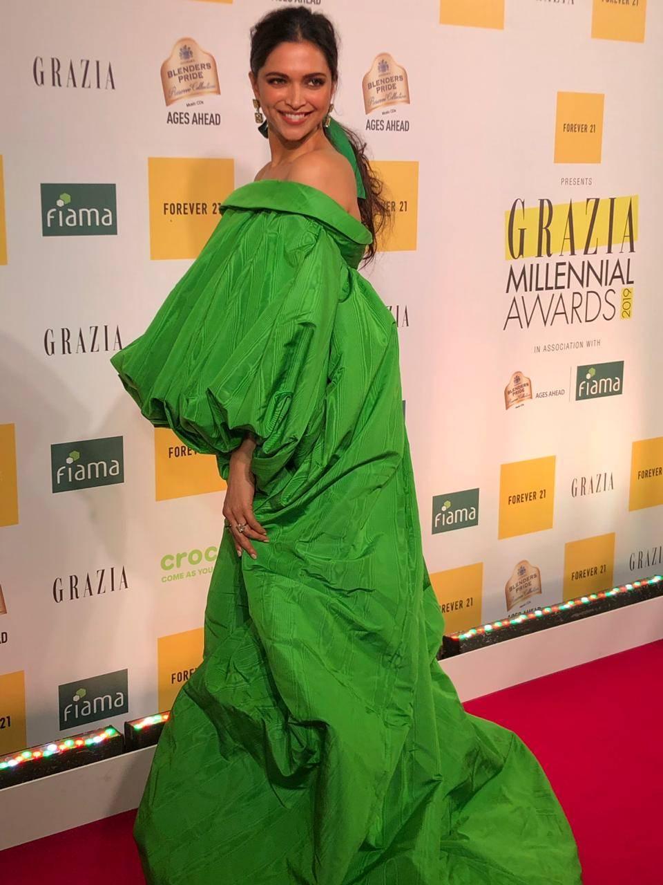 Deepika at GMA 2019 (1).