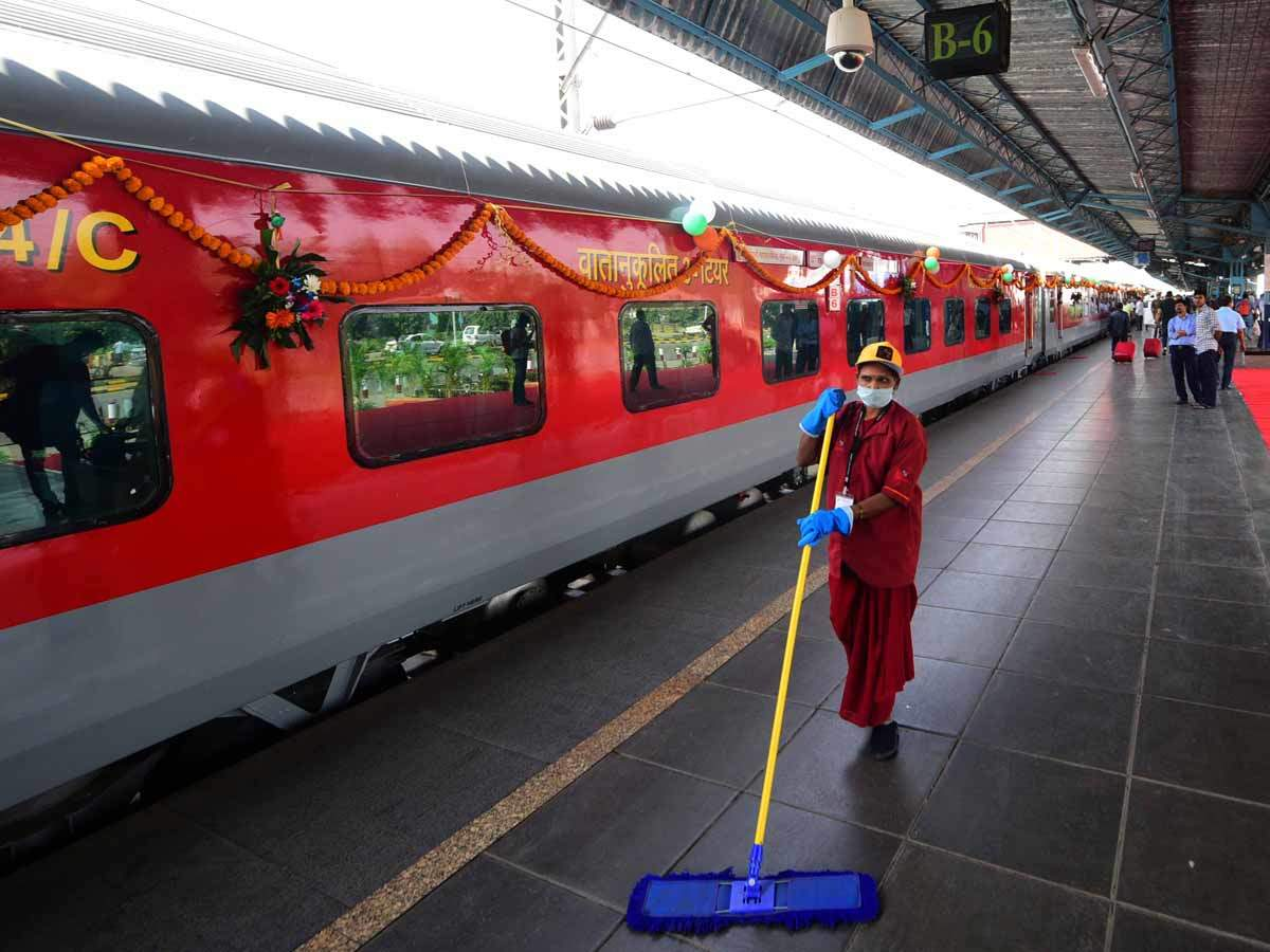 Rajdhani Express: Delhi-Mumbai in 10 hours by train? | India News ...