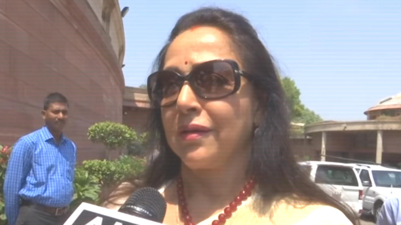 Everyone should do yoga as it helps in mental, physical fitness: Hema Malini