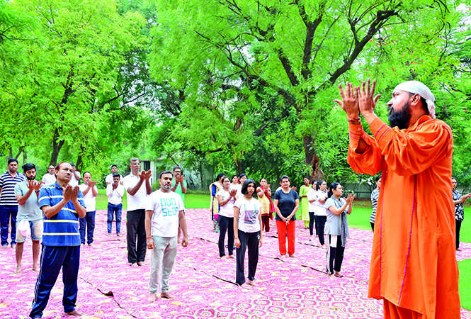 Kanpurites doing yoga at Kanpur zoo during 5th International Yoga Day (BCCL/ AS Rathor and IB Singh)