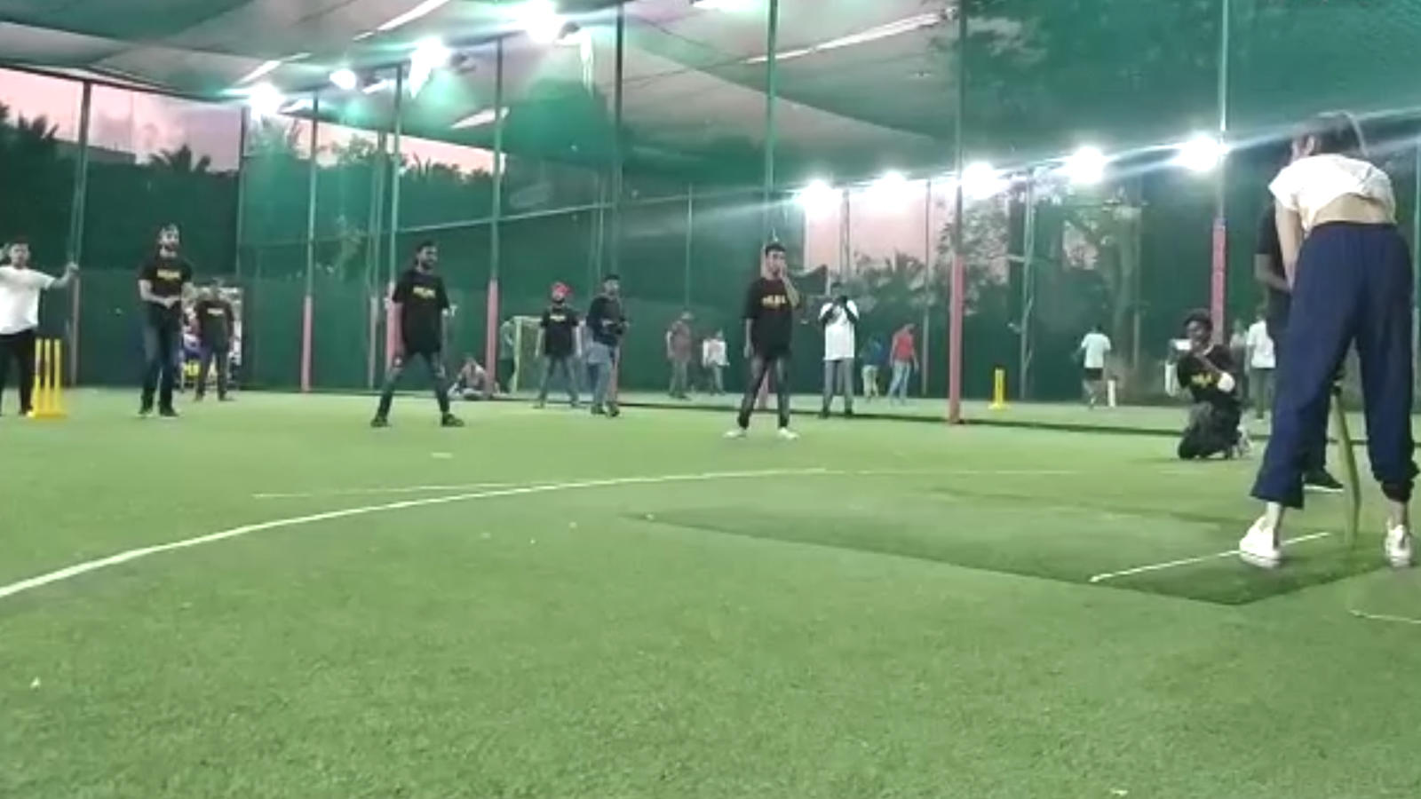 'Malaal' promotions: Debutantes Meezaan Jaffrey and Sharmin Sehgal play friendly cricket match