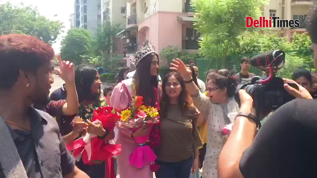 Relatives and friends welcome fbb Femina Miss India United Continents 2019 Shreya Shanker with dhol beats and rose petal shower