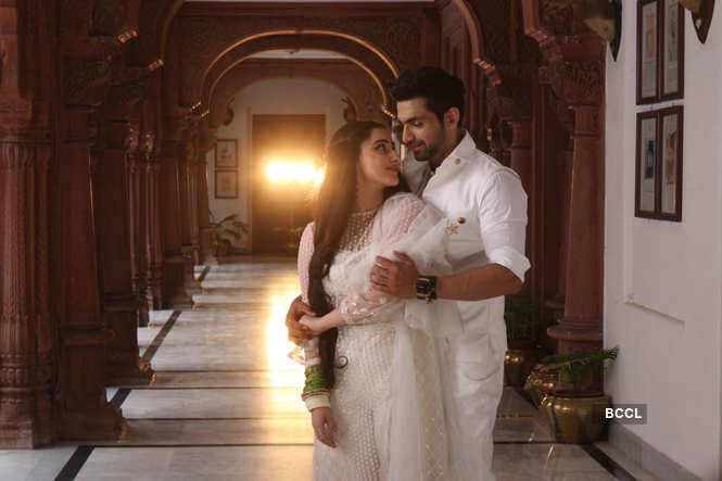 Arjit Taneja as Azaan and Daina Khan as Shayra shooting for Bahu Begum in Bikaner
