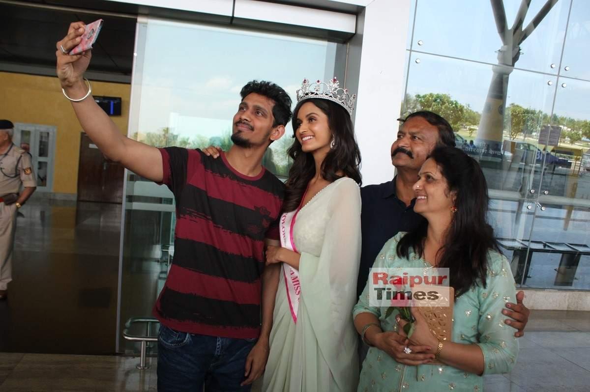 IMG_2133 - Shivani Jadhav With Parents - Jeevan and Naina Jadhav and brother Sanket (3) (1)