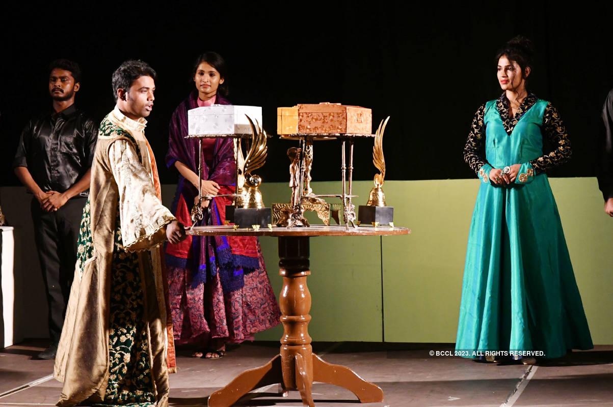 Venice Ka Saudagar: A play