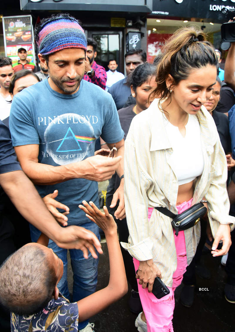 Farhan Akhtar and Shibani Dandekar share romantic pictures as they celebrate 3 years of togetherness