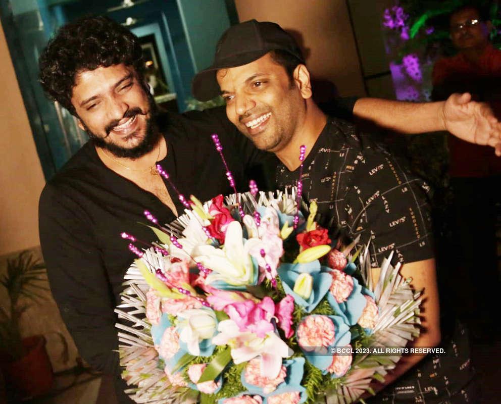 Sathish Ninasam celebrates his birthday with friends from Sandalwood