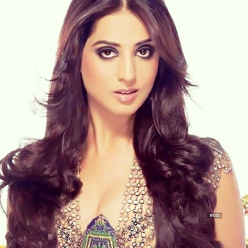 Mahie Gill reveals she is a proud mother of a three-year-old daughter