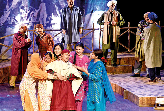 A scene from the play Khamoshi Sili Sili (BCCL/ Farhan Ahmad Siddiqui)