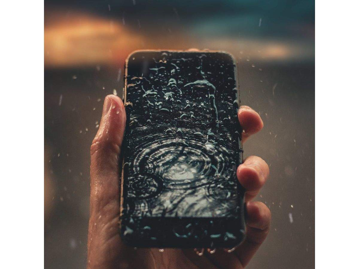 25 popular smartphones from Xiaomi, Vivo, Oppo, Google and others that maybe 'too risky' to take out during the rain