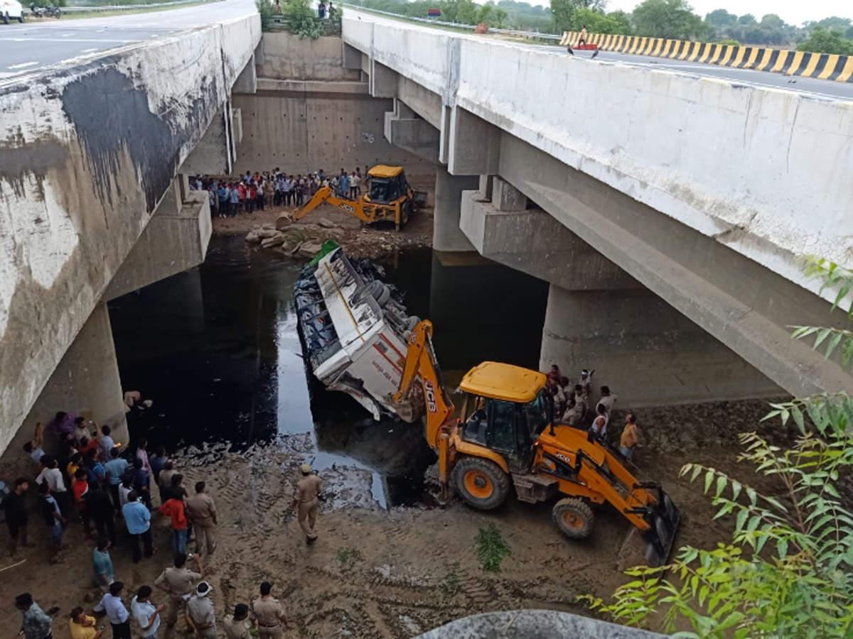 29 killed as bus falls into drain on Yamuna Expressway