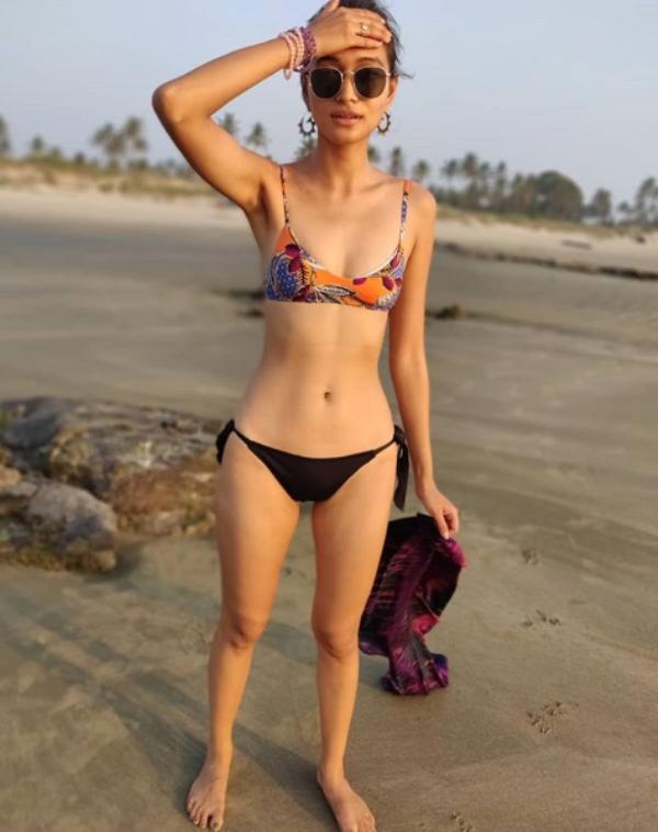 Indian beauty queens unleash hotness in black bikini