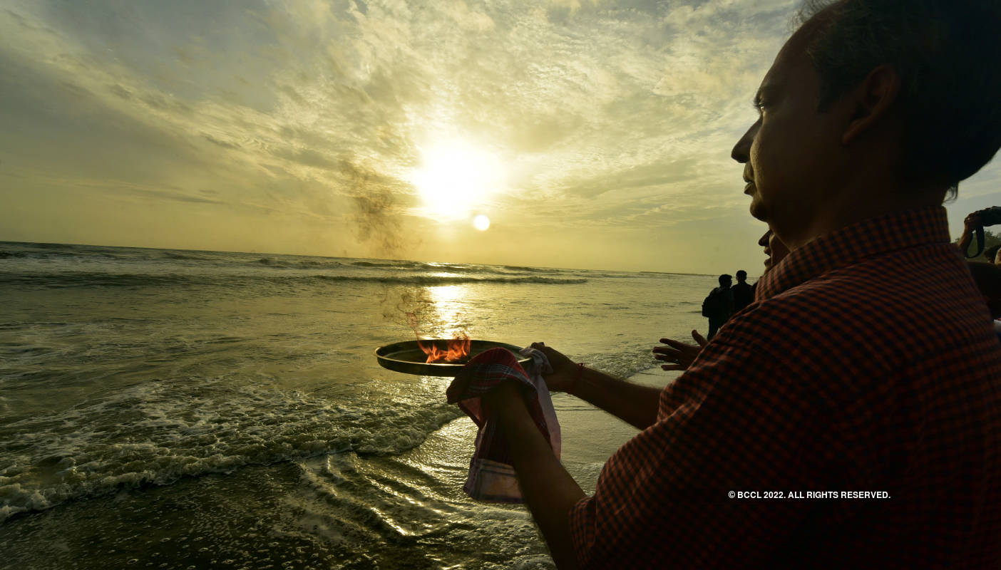 Devotees celebrate 'Samudra Pooja'