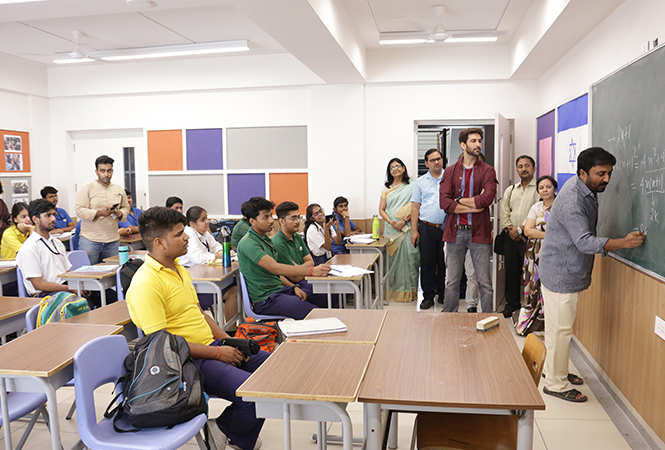 Anand Kumar gave some tips to the students at the school on how to crack difficult math equations (BCCL/ Vishnu Jaiswal)