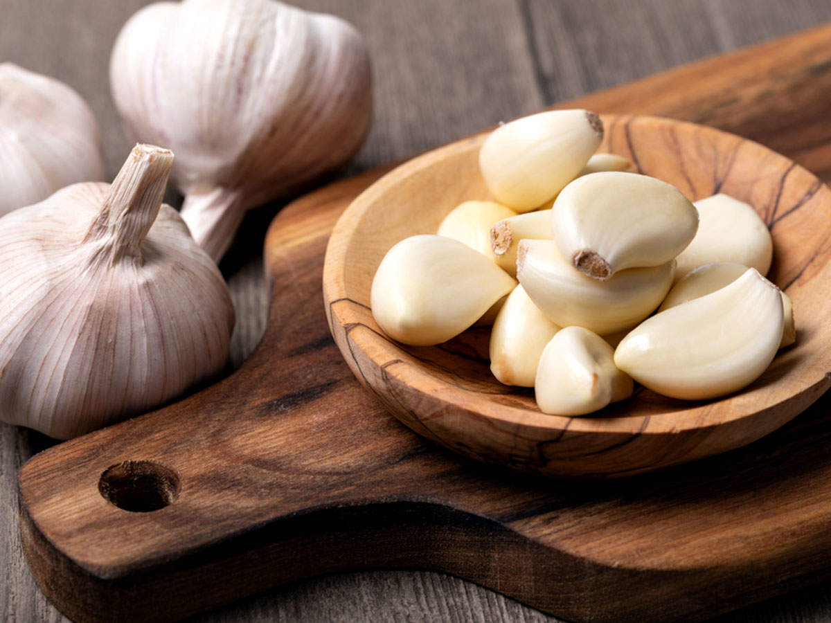 What are the benefits of eating raw garlic everyday?