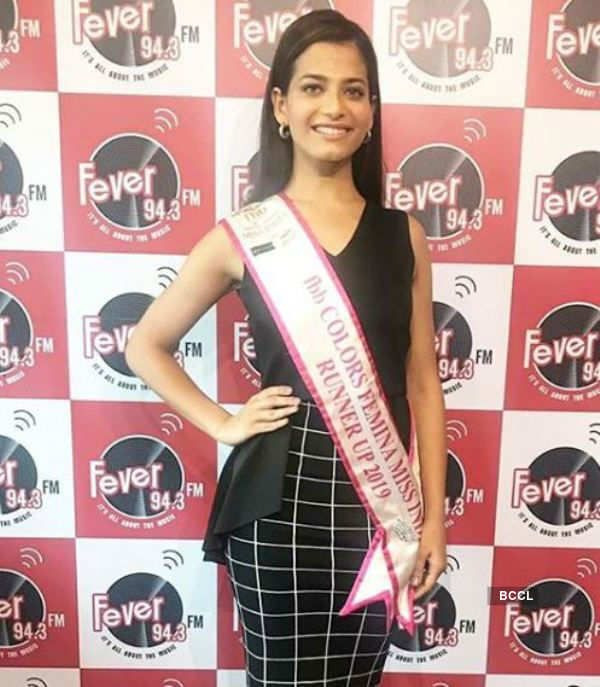 Sanjana Vij visits Fever 94.3 FM 