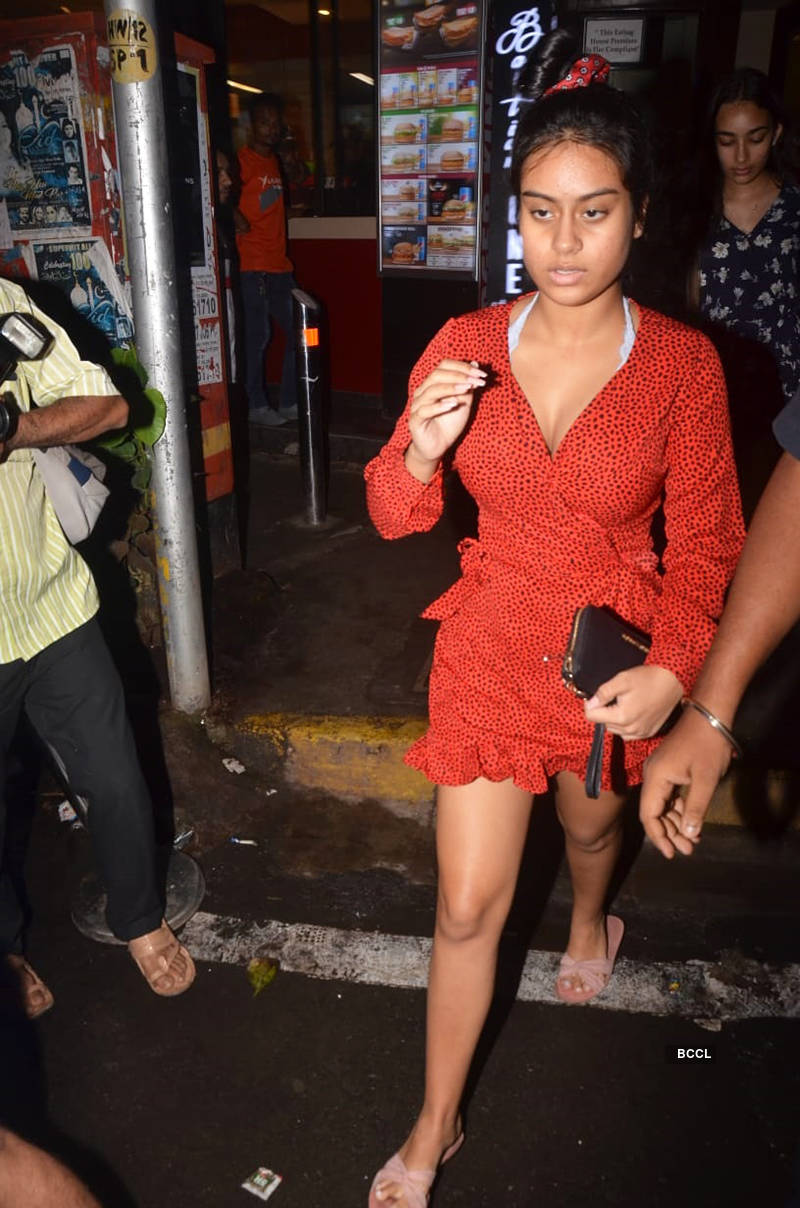 Nysa Devgn steps out in style with besties, see pictures