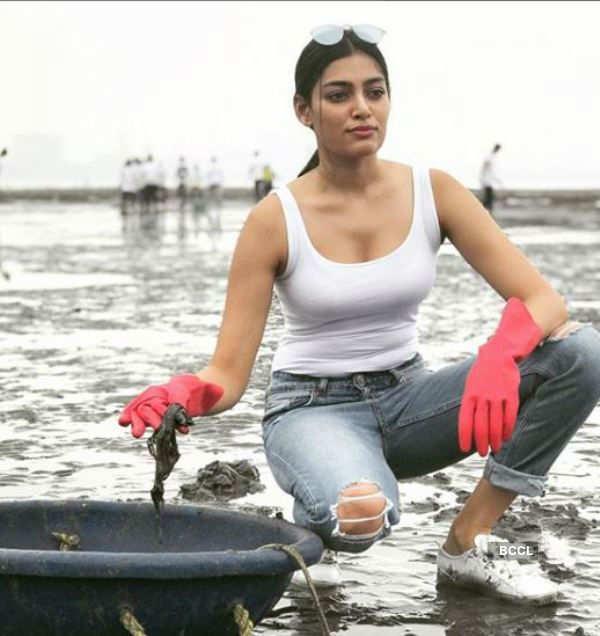 Naveli Deshmukh participates in Big Mumbai Clean-up