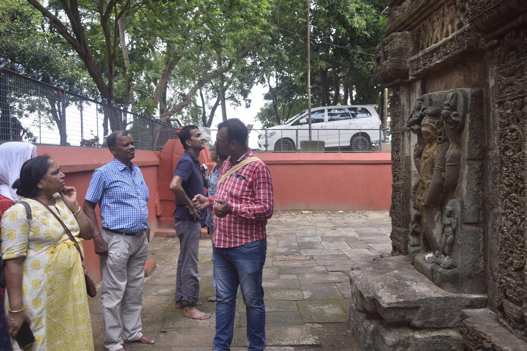 1. Visitors at Singhanatha temple (Gobindapur)
