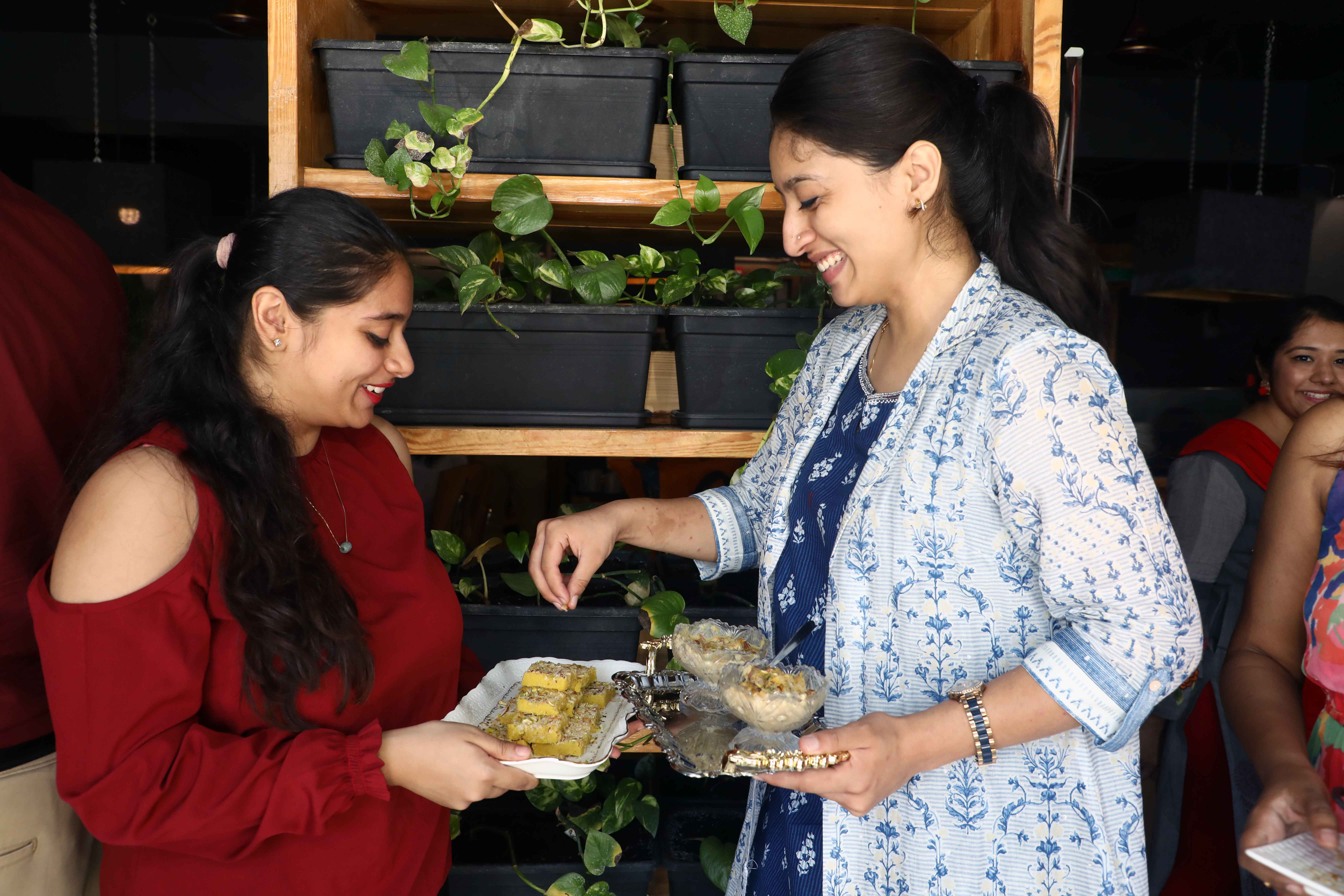 Sabiha Munnaquib and Khadeeja Memon exchange notes and recipes of the dishes they prepared (2)