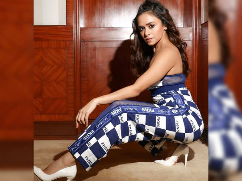 Amruta Khanvilkar looks every inch of a diva as she poses for this picture