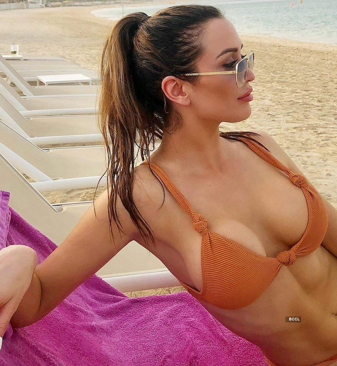 Ex-Bigg Boss contestant Lucinda Nicholas ups the hotness quotient in a bikini
